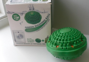 """green washing ball"" that saves 80% of use of laundry dertegent"